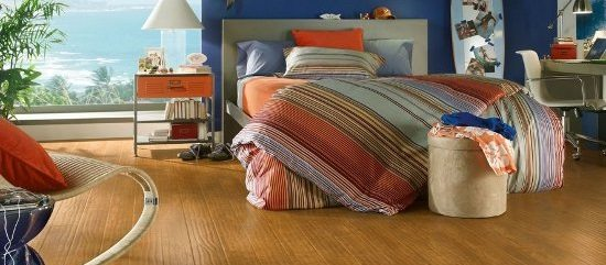 laminate flooring what is the difference between laminate flooring and vinyl flooring. Black Bedroom Furniture Sets. Home Design Ideas